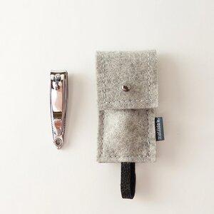 maniküre-etui mit nagelknipser 'franz' aus Filz hellgrau - matilda k. manufaktur
