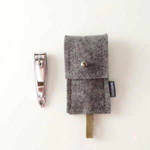 maniküre-etui mit nagelknipser 'franz' aus Filz dunkelgrau - matilda k. manufaktur