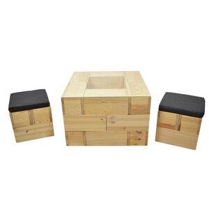 Coole Sitzecke mit Couchtisch inkl. Glasplatte und 2 Hockern inkl. Kissen aus Kiefernholz - 4betterdays