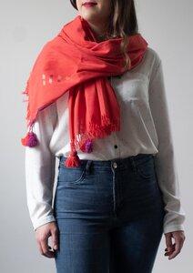 Handgewebter Baumwollschal in rot mit Bommeln - Raani