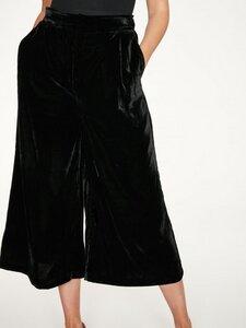 Schwarze Samt Culotte Hose aus recyceltem PET (Polyester) - Thought