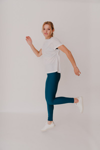 "Damen T-Shirt aus TENCEL ""Four Reasons"" Besonnen Mindful Yoga Fashion - BESONNEN"