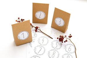 Adventskalender mit 24 Faltschachtel aus Kraftpapier & floralen Stickern - STUDIO KARAMELO