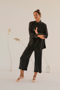 Bluse Aomori aus Cupro und Ecovero mit langem Arm in schwarz - Suite 13