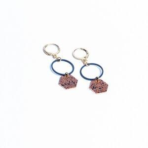 """Ohrringe """"ROJO NEGRO"""" aus Kupfer und emailliertem Messing, schwarz - ALMA -Faire Streetwear & Schmuck-"""