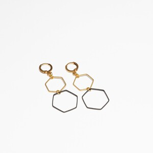 "Ohrring ""Hex3"" aus Messing in schwarz/gold - ALMA -Faire Streetwear & Schmuck-"
