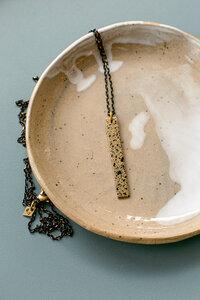 """Kette """"MARY Spreckled"""" aus Messing in Gold, schwarz gesprenkelt - ALMA -Faire Streetwear & Schmuck-"""