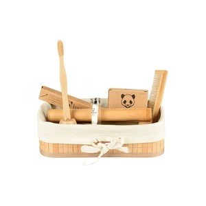 bambusliebe - Bambus Hygiene Set - mit Zahnbürste, Wattestäbchen, Zahnseide, Etui, Kamm & Zahnbürstenhalter - bambusliebe