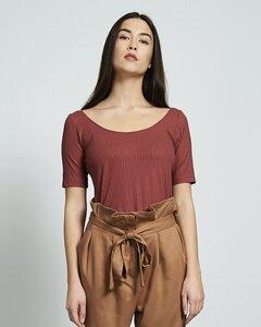 T-Shirt SCOOP aus Lyocell framboise gerippt - JAN N JUNE