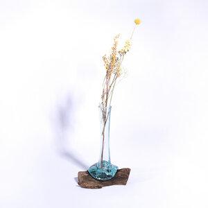 einzigartige Blumenvase aus recyceltem Glas und nachhaltigem Holz - bagus
