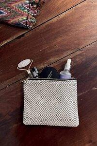 """Kosmetiktasche """"YENIFFER"""" in Creme Weiß oder Schwarz, handgefertigt in Lateinamerika, 15x18 cm - Nata Y Limón"""
