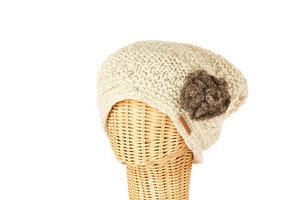 Schurwollmütze mit Blumenmotiv - short'n'pietz