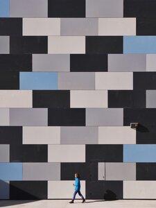 When people match walls - Poster von Roc Isern - Photocircle