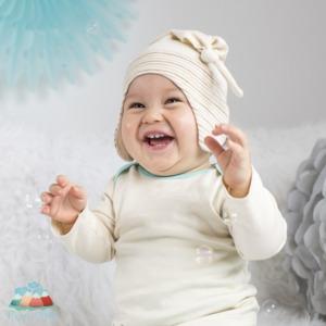 Baby Mütze mit Knoten und Ohrenschutz Unbefärbt Feinste Bio-Baumwolle | Anfühlpreis - Mama Ocllo®