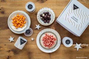 """Geschenkbox """"Glückliche Weihnachten"""" mit Bio-Schokoladenfrüchten und Marzipan - Jalall D´or"""