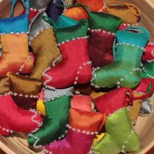 Stiefelchen aus Seide - Schönes aus Indochina