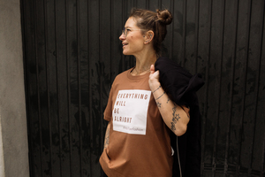 "T-Shirt ""Everything..."" in Lachs oder Mokka - ALMA -Faire Streetwear & Schmuck-"