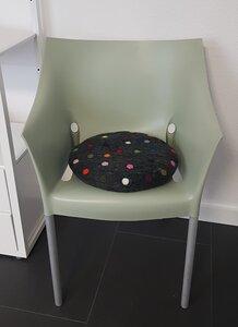 Sitzkissen 'Spotty' aus Filz mit bunten Tupfen - Frida Feeling