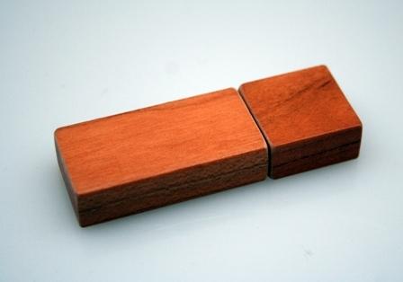 Vireo - USB Stick aus Holz   Avocadostore