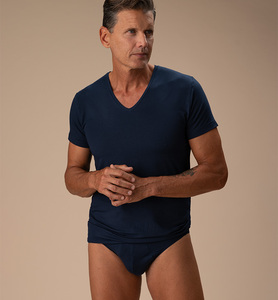 Herren-T-Shirt mit V-Ausschnitt aus Naturfaser - CasaGIN