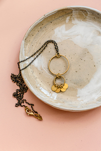 "Halskette ""FRIDA"" aus Messing mit Monden in Gold - ALMA -Faire Streetwear & Schmuck-"