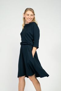 Elegantes Kleid mit schulterfreier Option - AYANI