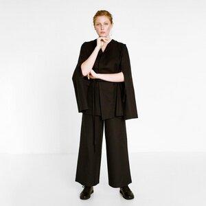 Schwarzer Anzug aus Bio-Baumwolle - Natascha von Hirschhausen