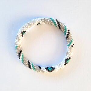 Armband mit Muster aus Glasperlen handgefertigt in Nepal - Maheela