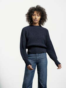 Circular Fashion Comfy Sweater mit überschnittenen Schultern - Rundhalsausschnitt - Dark Blue - Loop.a life