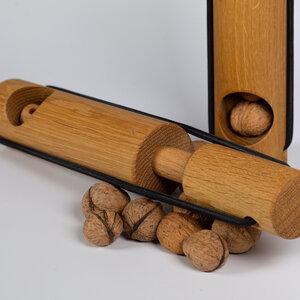 Nußknacker aus Eichenholz - designimdorf