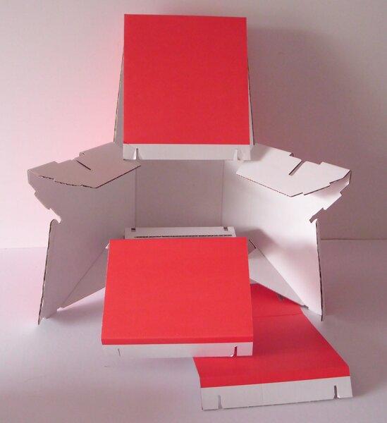 papp la papp stuhl aus pappe als mamas stuhl in rot. Black Bedroom Furniture Sets. Home Design Ideas