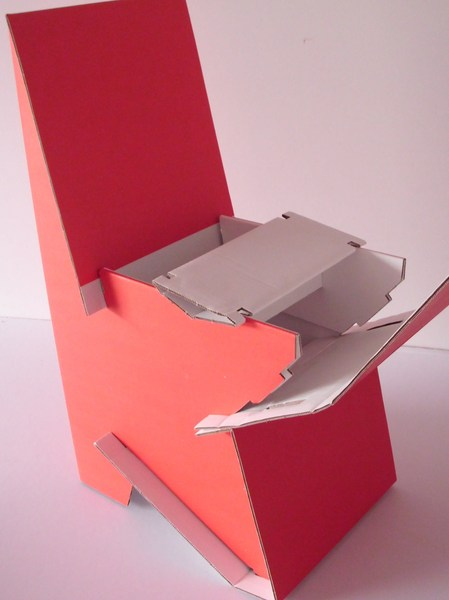papp la papp stuhl aus pappe als mamas stuhl in rot avocadostore. Black Bedroom Furniture Sets. Home Design Ideas