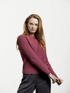 Circular Fashion Diagonal Sweater - Framboise - verbundener Rundhalsausschnitt - fällt leicht eng anliegend - Loop.a life