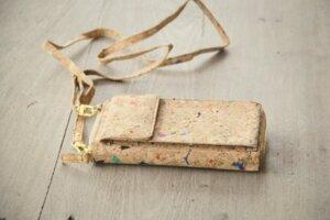 Portemonnaie, praktische Brieftasche mit Handyfach aus Kork mit farbigen Akzenten - BY COPALA