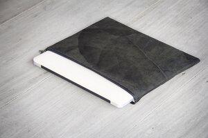 """Laptop Hülle aus Blättern 13"""" Zoll Vegan wasserabweisend schwarz/ grau - BY COPALA"""