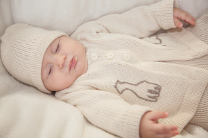 Baby-Erstausstattung aus weicher Biobaumwolle in niedlicher Erinnerungsbox - Baby Paul's
