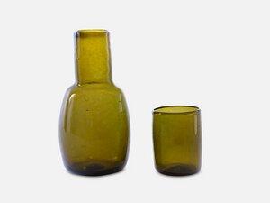 Klassische Karaffe mit Trinkglas als Deckel // Olivgrün - FOLKDAYS