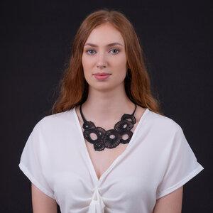 Coral handgefertigte Halskette aus recyceltem Reifenschlauch - SAPU