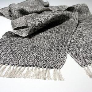 Schal aus Naturleinen und Merinowolle schwarz handgewebt - tuchmacherin - handgewebtes design + filz