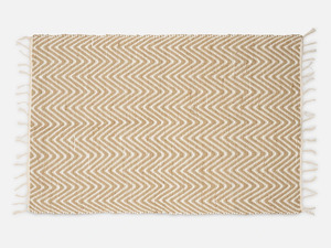 Kleiner Teppich in Zickzack-Muster - FOLKDAYS