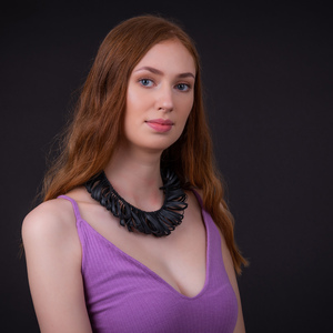 Fay Avantgarde Halskette aus recyceltem Kautschuk - SAPU