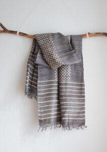 Handgewebter langer Seidenschal aus Peace Silk / Wildseide silber grau gemustert - Dots - Raani