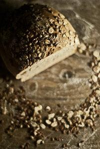 Kraftprotz mit Saatenkruste - Brotliebling