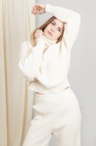 AURORA SWEATER - Damen Vegan Strickpullover Rollkragenpullover aus Bio-Baumwolle - Woman of Vegan