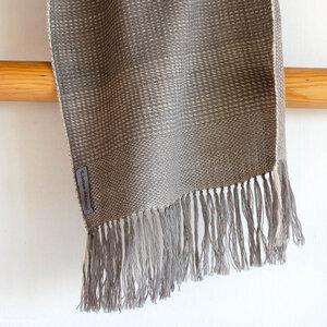 Handgewebter Wollschal mit Tee und Harada gefärbt - Sukham