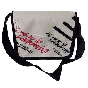 Handgearbeitete Messenger bag Size S aus Kitesegeln Unikat - Beachbreak
