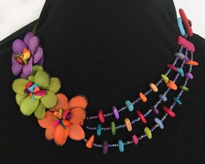 "Tagua Kette ""Azucenita"", ca. 50 cm lang, Satinband, Steinnuß (Naturprodukt), Fairtrade - Mekhada"