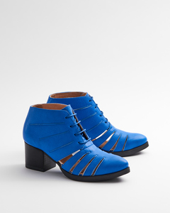 Cut Out Bright Blue - Stiefelette mit Lochmuster blau Damen - Addition Sustainable Apparel