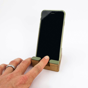 Handy-/Tablethalter aus Eiche mit Linoleum - SPIELZ