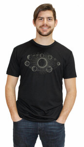 Herren-Bambus-Viskose-T-Shirt Sonnensystem - Peaces.bio - EarthPositive® - handbedruckt